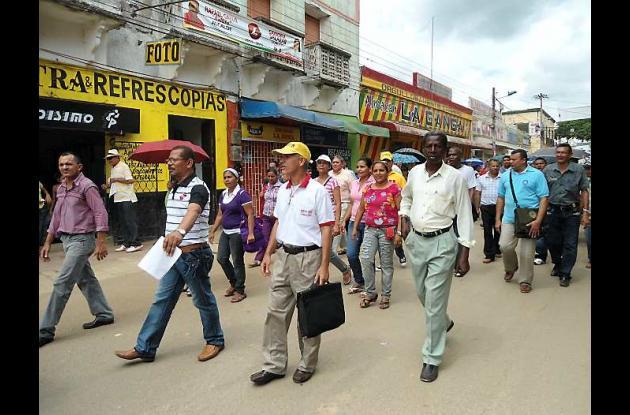 Unos 100 docentes de El Carmen de Bolívar marcharon por las calles del municipio