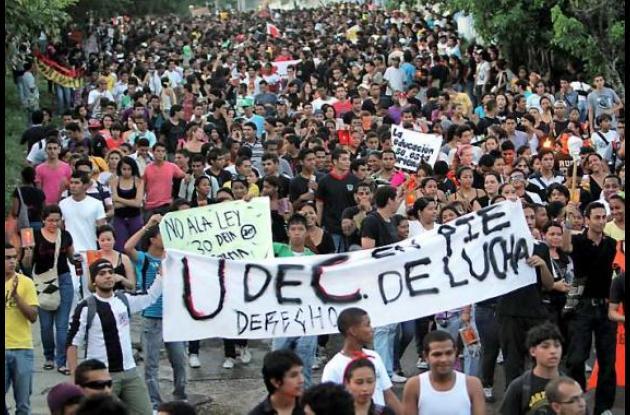Marcha estudiantil en protesta a la reforma de la Ley 30 de 1992