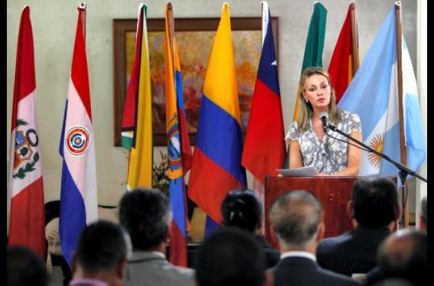 María Emma Mejía asume secretaria de Unasur.