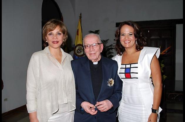 Medalla Cívica al sacerdote Fray Alberto Montealegre