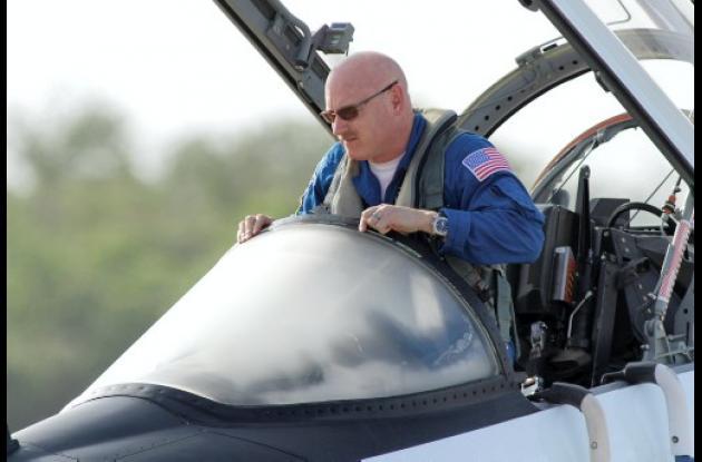 Mark Kelly, comandante de la nave espacial  del Endeavour.