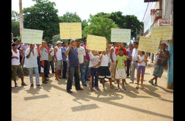 Los afectados rechazaron la decisión de la Alcaldía con una protesta en las afue
