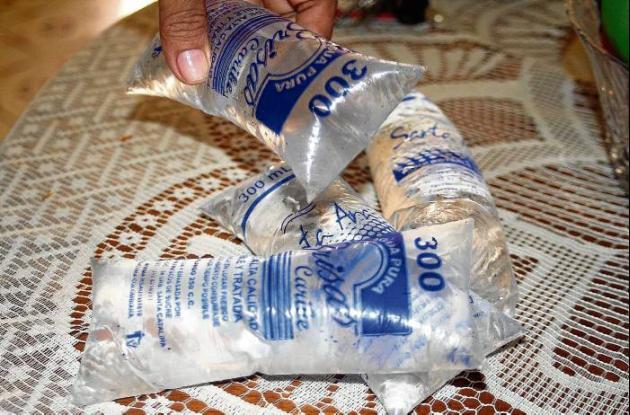 Invima sancionó varias productoras de agua en Sincelejo.
