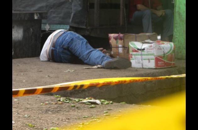 El cuerpo sin vida de Fredy Navarro Peñaranda quedó tendido en el sector La Ramp