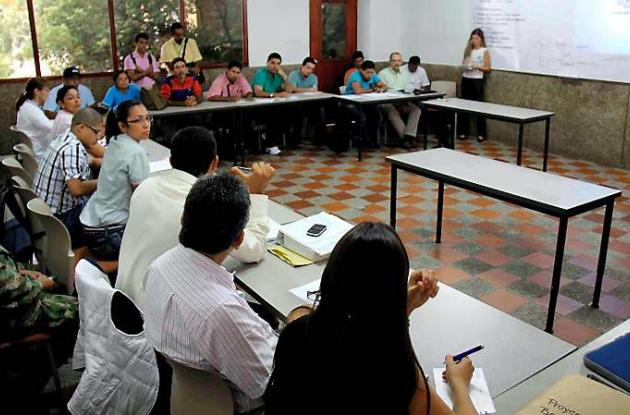 Mesa de trabajo en la que participaron representantes de Acción Social, Cardique