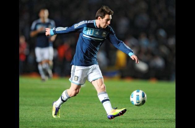 Lionel Messi comienza a entrenar con el Barcelona.