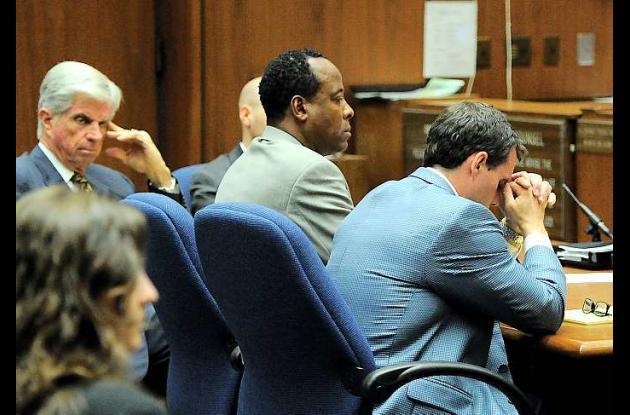 Jurado del juicio al médico Conrad Murray comienza a deliberar.