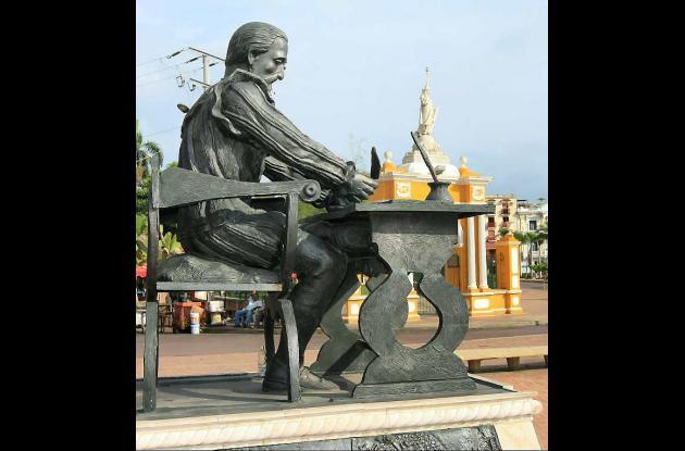 Escultura de Miguel Cervantes, cuando la inauguraron.