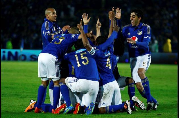 Los jugadores de Millonarios celebran la goleada 3-0 sobre Junior.