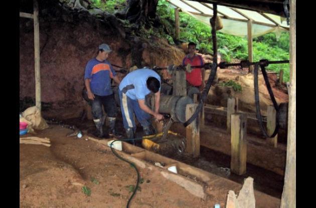 Mineros de Simití, en el sur de Bolívar.