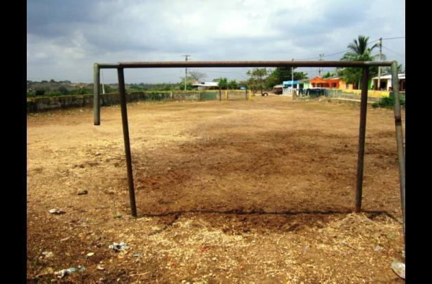 La cancha deportiva del barrio Miraflores, en Villanueva, está en muy mal estado