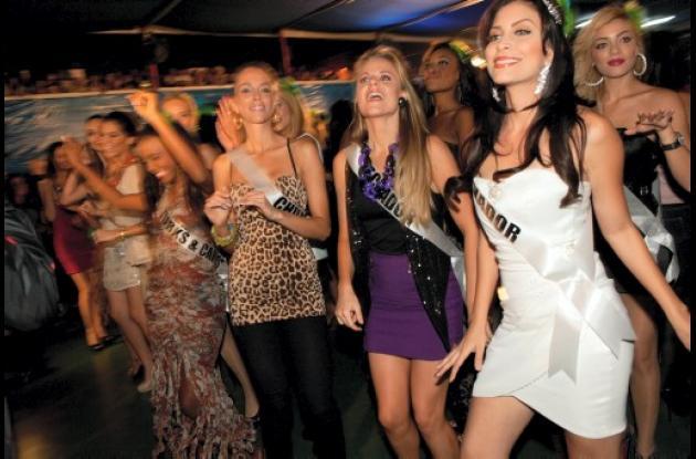 Miss Universo 2011, en clases de samba