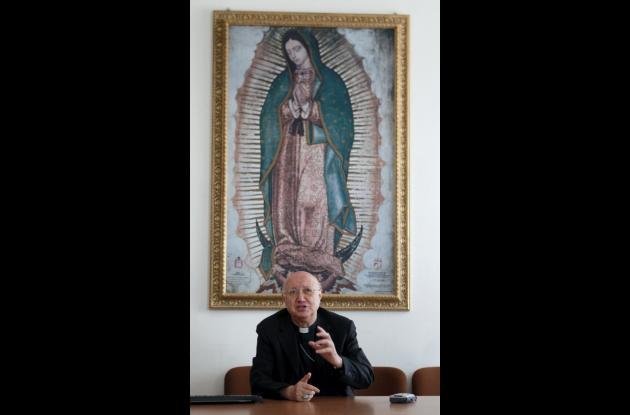 Monseñor Claudio María Celli, quien presentó ante la prensa el nuevo portal de i