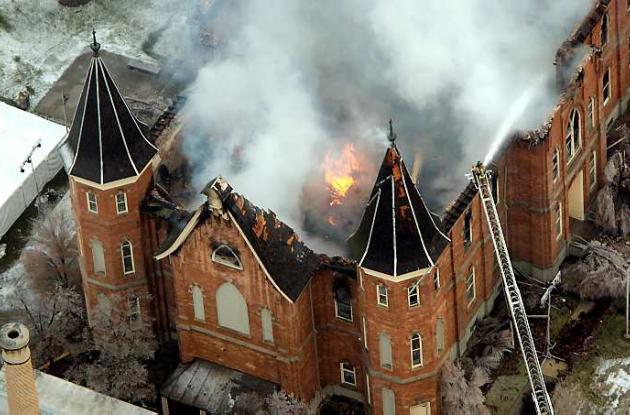 El recinto histórico mormón destruido por un incendio el año pasado en Utah.