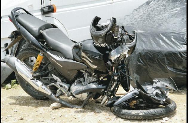 En esta motocicleta, de placa EGB 84 C, se movilizaba el guardián del Inpec.