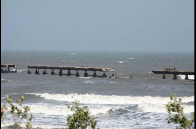 Al antiguo muelle de Puerto Colombia, en Atlántico, se le cayó otro pedazo.