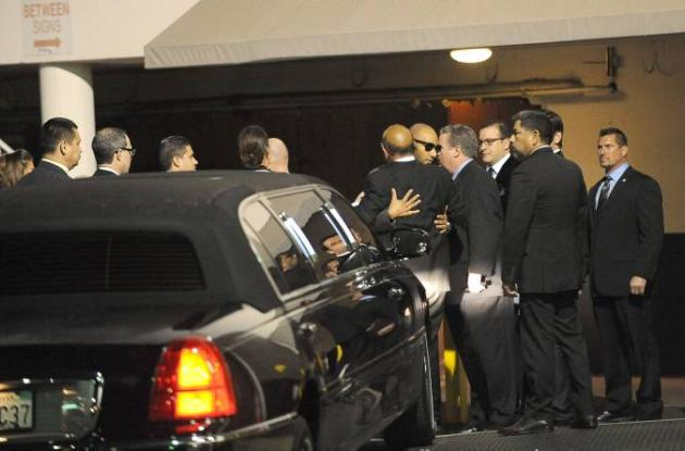 Amigos de  Whitney Houston lloran su muerte.