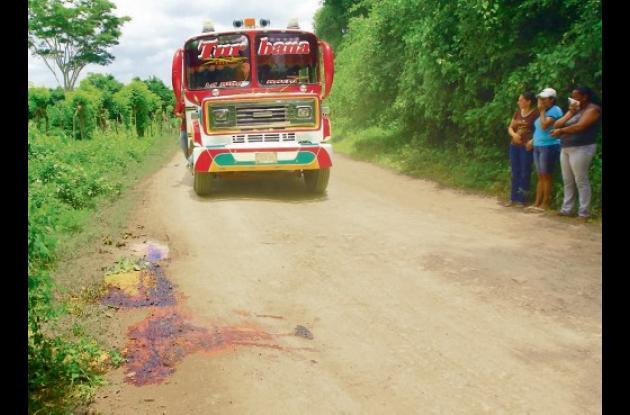 El cuerpo de la víctima, de 54 años, fue hallado en la carreter