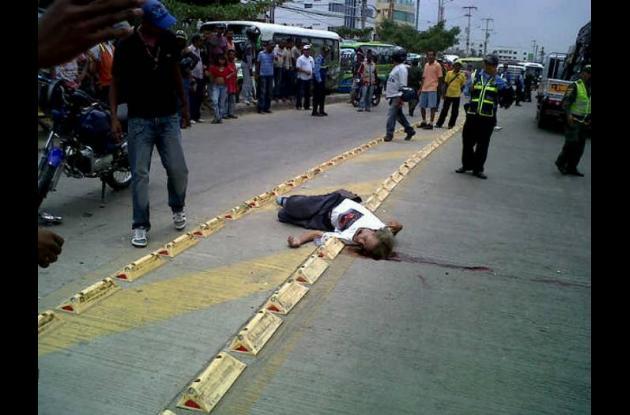 El conductor de la moto fue retenido por las autoridades.