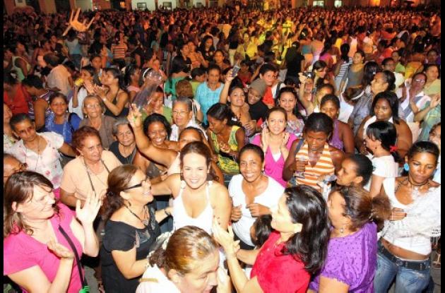 Alcaldía celebra la noche de mujeres