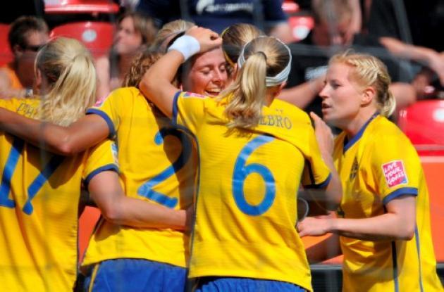Las suecas celebran el gol marcado por Jessica Landstrom en el minuto 57
