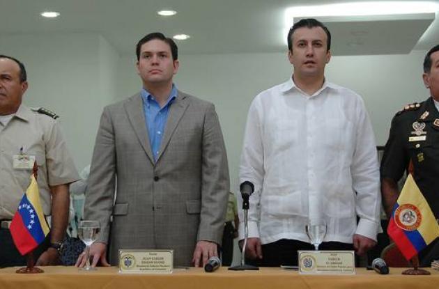 Comandante Alejandro Navas, ministro de Defensa de Colombia Juan Carlos Pinzon,