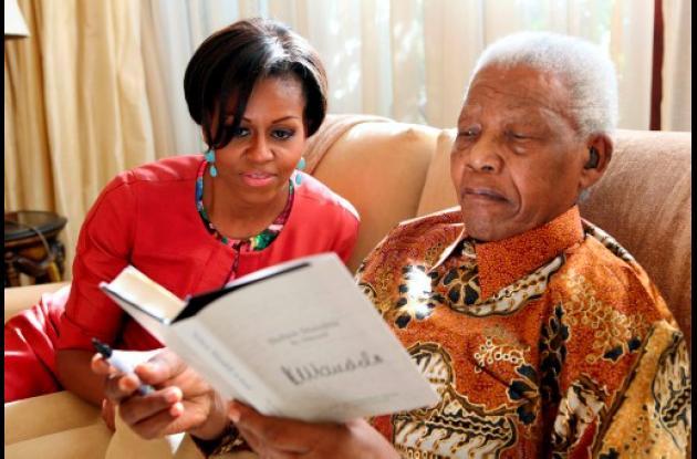 El libro salió hoy, pero Nelson Mandela le había dado uno a Michelle Obama.