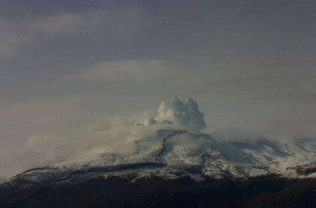 Así lucía el volcán nevado del Ruiz desde la cámara ubicada en el Cerro Gualí, e