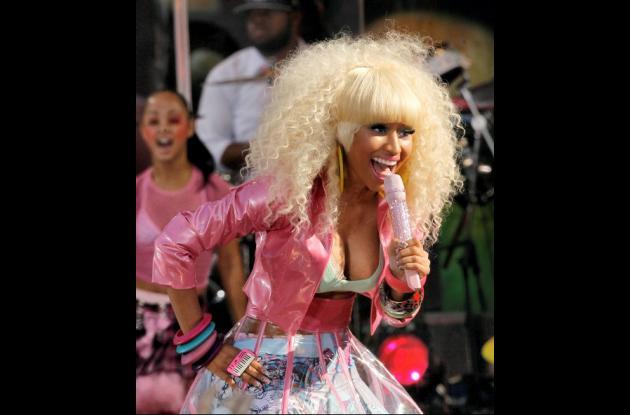 El vestuario de Nicki Minaj fue tan incómodo que hasta mostró un pezón.