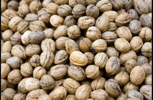Una dieta a  a base de nueces y soya es buena para bajar el colesterol.