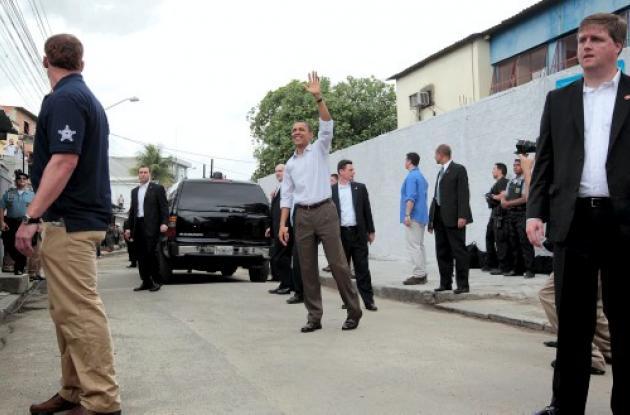 Obama en Brasil, Visita favela Cidade de Deus.