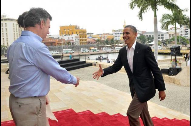 Obama, recibido por el presidente Juan Manuel Santos y su esposa, María Clemenci