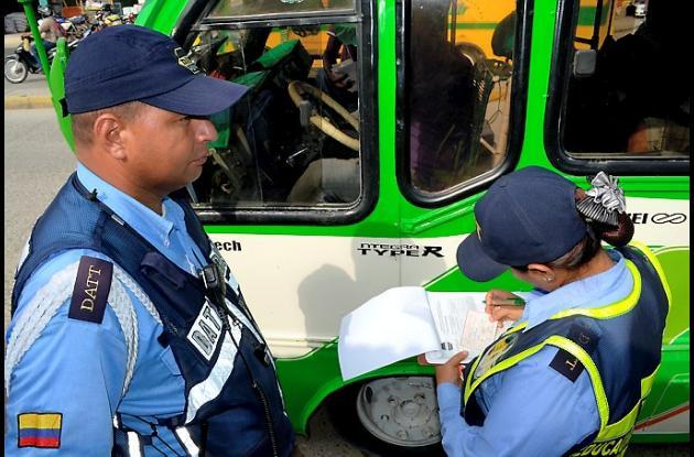 DATT adelanta operativos para verificar estado físico de buses y busetas del tra