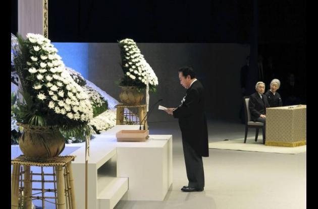 El primer ministro de Japón, Yoshihiko Noda, en un homenaje realizado a las víct