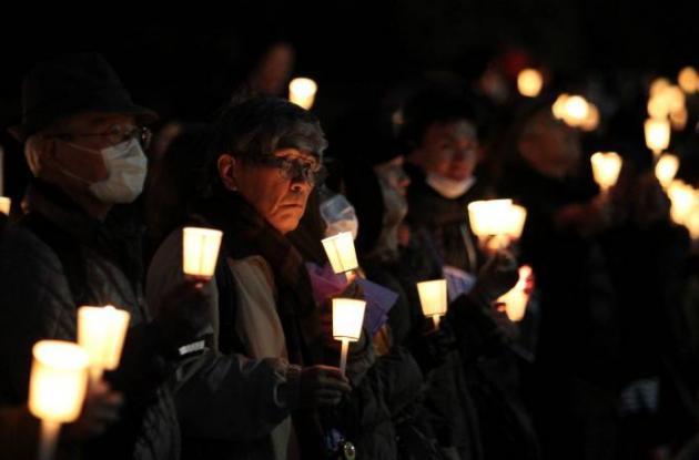 Miles de velas fueron encendidas en memoria de las víctimas del tsunami.