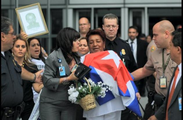 Reina Tamayo, madre de Orlando Zapata, ya está en Miami.