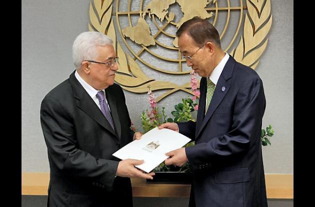 Ban Ki-moon recibió la solicitud  de manos del presidente palestino,