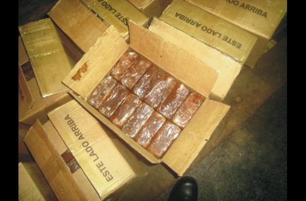Las 12 toneladas de cocaína, decían las autoridades, estaban camufladas en 33 mi