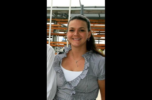 Paola Mordecai, funcionaria despedida por polémica foto de esclavo.