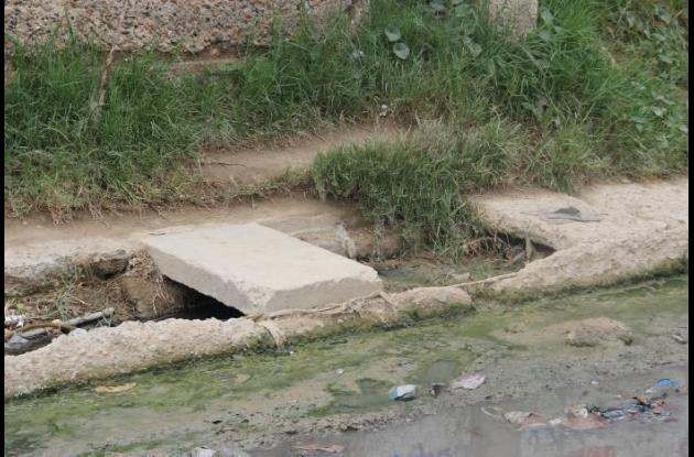 Canal de desagüe en el barrio Paraíso I