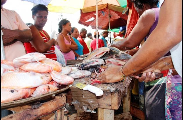 Los comerciantes de pescado aprovechan esta temporada.