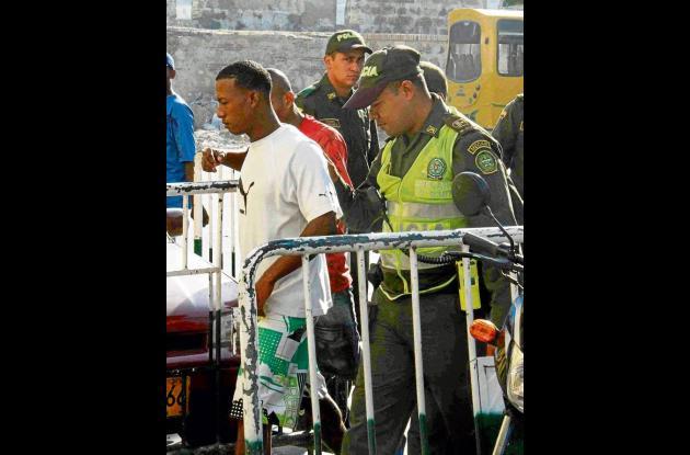 Víctor Carlos Pineda Hernández, de color blanco, cuando era conducido a una audi