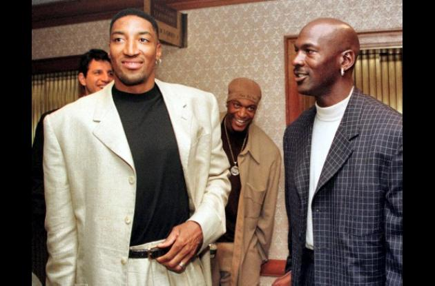 Scottie Pipen, izquierda, y Michael Jordan.