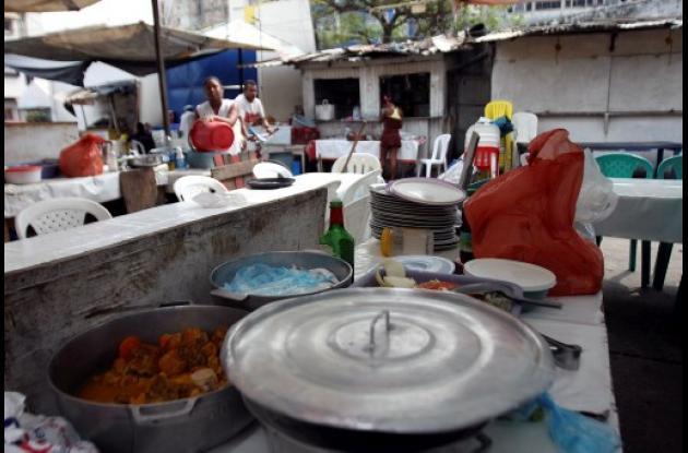 Ventas de comida en la Plazoleta Olímpica.
