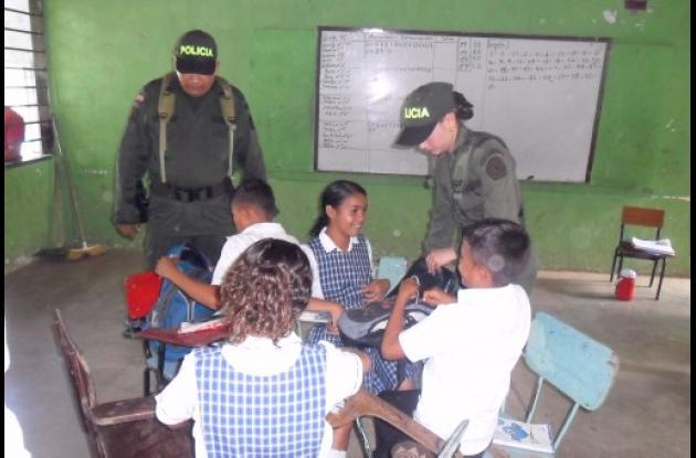 La Policía ingresó a la Institución Educativa Gabriel García Taboada para realiz