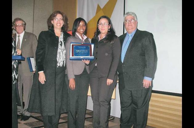 El premio fue entregado en Bogotá.