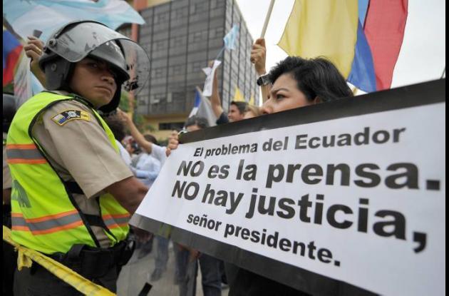 Periodista condenado en Ecuador pide asilo en Miami.