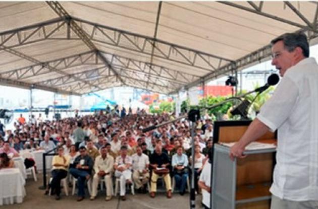 """""""Yo creo, almirante García Márquez (Roberto García Márquez, Comandante de la Fuerza Naval del Caribe), señor coronel Mena (Carlos Mena, Comandante de la Policía Metropolitana de Cartagena), que nos toca acabar a estos bandidos. Pero acabarlos. Que no quede ninguno de esos bandidos"""", señaló el Mandatario este sábado, durante el Consejo Comunal de Gobierno que se realizó en Cartagena."""