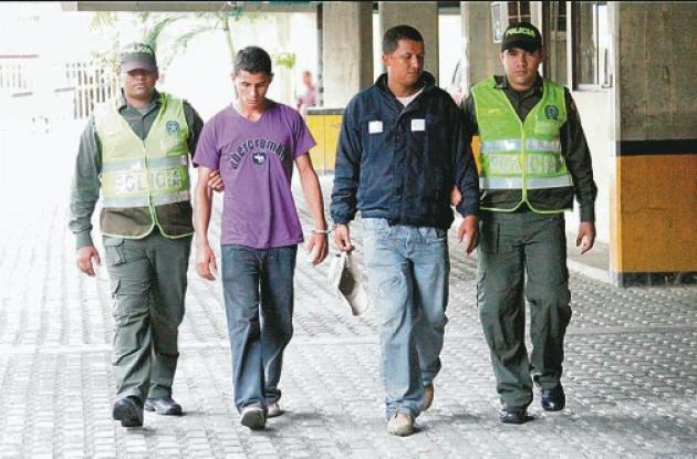 Los dos sujetos, de 21 y 33 años, fueron capturados por la Policía en una persec