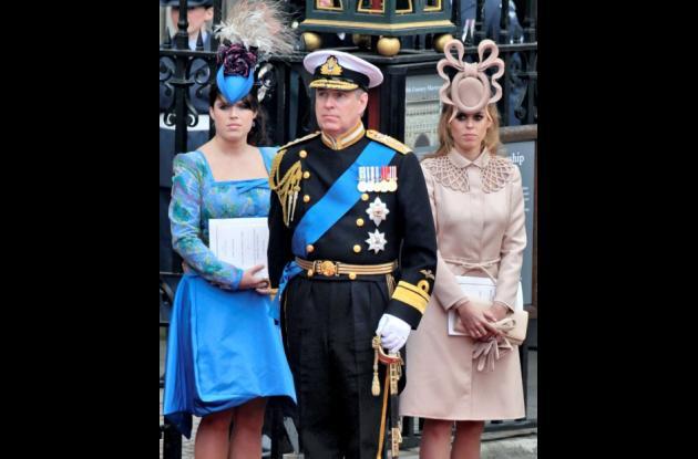 La princesa Eugenia, el príncipe Andrés, y la princesa Beatriz.